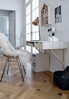 【片隅のシンプルな作業場】軽やかな白木のワークデスク