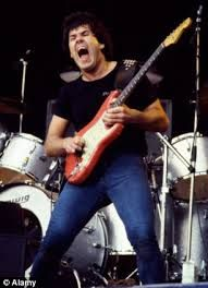 Thin Lizzy star Gary Moore left none of his estate to girlfriend who fought to save him while he was dying after alcohol binge Best Rock Bands, Cool Bands, Guitar Solo, Guitar Picks, Classic Blues, Thin Lizzy, Psychedelic Rock, Rock Groups, Gibson Les Paul