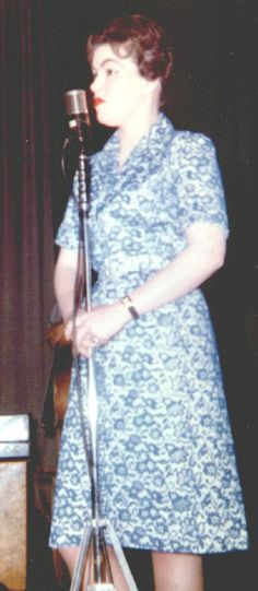 Rare shot of Patsy Cline Best Country Music, Country Music Artists, Country Music Stars, Patsy Cline, American Bandstand, Honky Tonk, Famous Singers, Kustom Kulture, Vintage Music