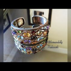 vintage bracelet This bracelet is multi colored stoned bracelet that will go with any out fit. The bracelet has a gold under toned and absolutely breath taking! Jewelry Bracelets
