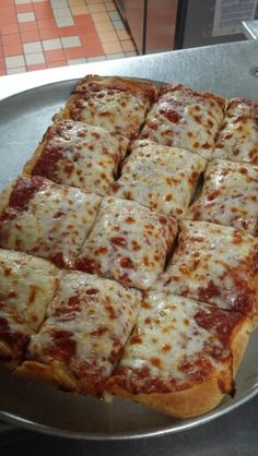 Sicilian crust cheese! Sicilian, Bologna, Pizza, Restaurant, Cheese, Food, Diner Restaurant, Essen, Meals