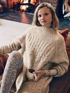 Ideas knitting pullover sweater fall 2015 for 2019 Cozy Fashion, Knitwear Fashion, Knit Fashion, Autumn Fashion, Style Fashion, Fall Sweaters, Cable Knit Sweaters, Sweaters For Women, Raglan Pullover