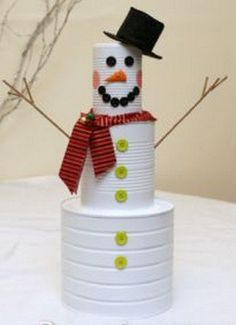 Muñeco de nieve con latas de conserva » http://manualidadesnavidad.org/muneco-de-nieve-con-latas-de-conserva/ #ManualidadesNavidad #Navidad2014