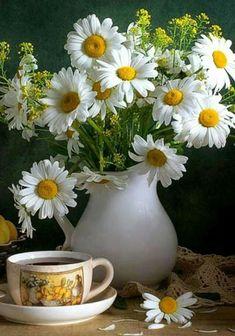 Ideas fruit bouquet ideas simple for 2019 Ikebana, Happy Flowers, Wild Flowers, Beautiful Flowers, My Flower, Flower Art, Flower Power, Sunflowers And Daisies, Sunflower Garden