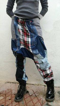 Mira este artículo en mi tienda de Etsy: https://www.etsy.com/es/listing/586636714/harem-denim-patchwork-pants-handmade