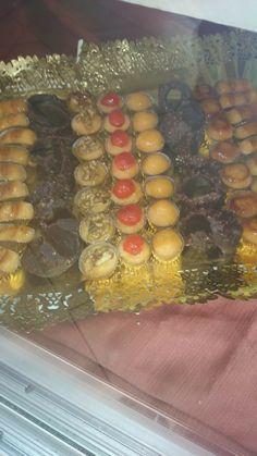 Yemitas confitadas y virutas de chocolate y almendra
