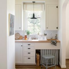 46 Best White Kitchen Cabinet Ideas and Designs - The Trending House Black Cabinet Hardware, Kitchen Cabinet Hardware, Factory Lighting, Types Of Cabinets, Dish Drainers, Black Cabinets, Barn Lighting, Kitchen Lighting, Painting Kitchen Cabinets