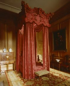 The State Bedchamber at Beningbrough Hall. State bed, probably made in the early eighteenth century for James, 3rd Viscount Scudamore, by Francis Lapierre and at Holme Lacy until brought to Beningbrough in about 1918.