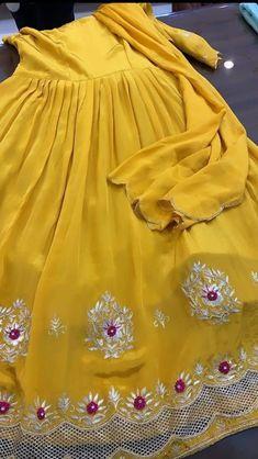 Punjabi Suits Designer Boutique, Boutique Suits, Indian Designer Suits, Embroidery Suits Design, Embroidery Fashion, Embroidery Designs, Anarkali Kurti, Net Lehenga, Stylish Dress Designs