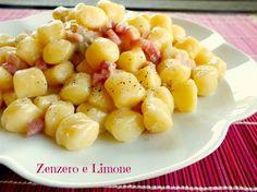 Le chicche al gorgonzola e pancetta sono un primo piatto appetitoso e molto veloce da preparare che non comporta alcuna difficoltà.