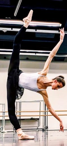 marachok- De Instagram Dance Photo Shoot, Dance Photos, Ballet Barre, Ballet Dancers, Dance Flexibility Stretches, Stretching, Pretty Ballerinas, Russian Ballet, Dance With You