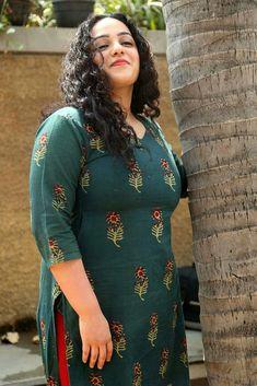 Beautiful Bollywood Actress, Most Beautiful Indian Actress, Indian Navel, Kerala Bride, Arab Girls, Beautiful Saree, Beautiful Women, Indian Beauty Saree, Indian Celebrities