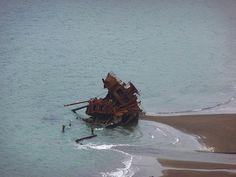 Restos de la ocupación japonesa de las Aleutianas    En la madrugada del 6 de junio de 1942 500 soldados japoneses desembarcaron en Kisha, una de las islas Aleutianas de Alaska. Tomaron por sorpresa a los únicos habitantes de la isla, un hombre y sus perros, de la Marina estadounidense. Hoy día la isla es una de los sitios de Historia Nacional de los EE. UU., y en sus tierras todavía se pueden ver los restos de la ocupación y batalla, que hoy en día se conoce como «La batalla olvidada».
