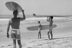 "Uncredited Photographer Bruce Brown, Mike Hynson and Robert August During the Filming of ""The Endless Summer"" 1964 Bruce Brown, Director and Cinematographer of the Suring Class, ""The Endless SUmmer -. Surf Vintage, Vintage Surfing, Poster Surf, Surf Movies, Vintage Surfboards, Fun Live, Hawaii Surf, Surfing Pictures, Big Waves"