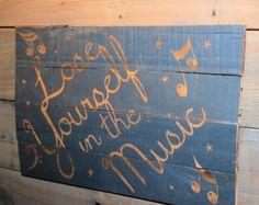 Signo de corazón de madera reciclada por DIYbyASK en Etsy