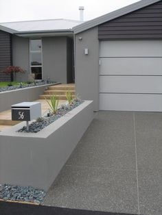 Exposed coloured concrete driveway, with trowel finished path beside - more at… Driveway Paint, Driveway Design, Front Yard Design, Driveway Landscaping, Modern Landscaping, Concrete Patios, Stairs Colours, Modern Driveway, Exposed Concrete