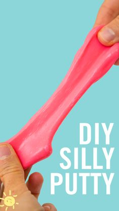 DIY SILLY PUTTY // I LOVED silly putty as a kid and this homemade version is even better than the real thing! Your kids will love it and so will you :)