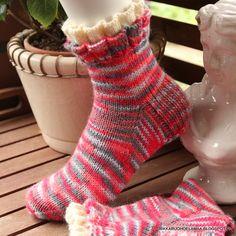 Rikkaruohoelämää: Vaihteeksi villasukkia Kissa, Knitting Socks, Knit Socks, Mittens, Crochet, Fashion, Tricot, Breien, Fingerless Mitts