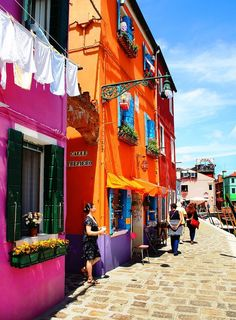 Burano, Veneto, Province of Venezia , Italy Places Around The World, Oh The Places You'll Go, Places To Travel, Places To Visit, Around The Worlds, Beautiful World, Beautiful Places, Colourful Buildings, Colorful Houses