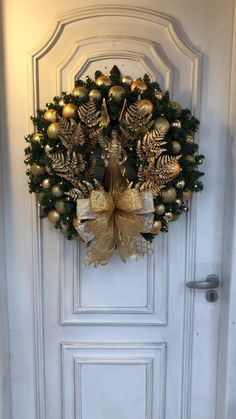 Jewelry Christmas Tree, Christmas Swags, Elegant Christmas, Holiday Wreaths, Beautiful Christmas, Christmas Ornaments, Christmas Candle Decorations, Wreath Crafts, Memorial Day