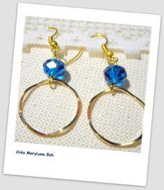Boucles d'oreilles pour oreilles percées bleues et dorées- ACIER CHIRURGICAL : Boucles d'oreille par crea-marylune-bzh