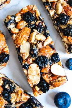 Chewy almond bars with blueberries, vanilla and all ingredients healthy! Can be easily made gluten free and vegan. These are healthy breakfast bars that pack a ton of protein and flavor in them! Breakfast Bars Healthy, Healthy Granola Bars, Homemade Granola Bars, Healthy Bars, Healthy Baking, Healthy Snacks, Breakfast Recipes, Muesli Bars, Healthy Sweets