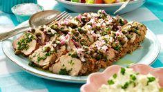 Örtmarinerad fläskfilé toppad med kapris – lika go. Chicken Sausage, Lchf, Food Inspiration, Grilling, Dinner Recipes, Pork, Food And Drink, Tapas, Diet