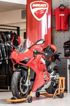 The Ducati Panigale Ducati Motorbike, Moto Ducati, Motorcycle Dirt Bike, Moto Bike, Racing Motorcycles, Motorcycle Helmets, Biker Love, Cafe Racer, Classic Bikes