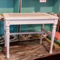 Painting a vintage bench with L'essentiel Botanics paint color called White Clay.
