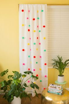 pom pom curtain DIY - Kids Curtains - Ideas of Kids Curtains Diy Tassel Curtains, Pom Pom Curtains, Kids Curtains, Nursery Pom Poms, Yellow Curtains, Pom Pom Crafts, Baby Decor, Girl Room, Baby Room