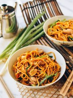 Hokkien noodles come from Fujian China and these Ginger Scallion Hokkien Noodles are a delicious wonder that takes just 20 minutes to prepare! Wok Of Life, Noodle Recipes, Rice Recipes, Veggie Recipes, Yummy Recipes, Vegetarian Recipes, Recipies, Asian Recipes, Asian Foods