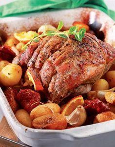 ΥΛΙΚΑ  * 2 κιλά χοιρινή σπάλα   για τη μαρινάτα  * το χυμό από 2 πορτοκάλια  * το χυμό από 1 λεμόνι, το ξύσμα από 1 πορτοκάλι και 1 λεμόνι  ... Greek Recipes, Pork Recipes, Cooking Recipes, Healthy Recipes, Delicious Recipes, Cooking Tips, Greek Cooking, Xmas Food, Food Tasting