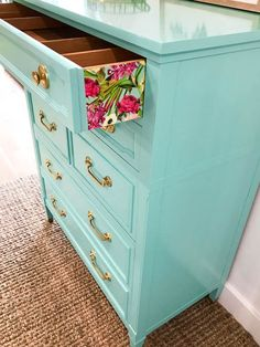 Quick and Easy Paper Application For Furniture. Step by Step Tutorial Kitchen Furniture, Furniture Ideas, Crafty Projects, Dom, Crafts To Make, Punch, Dresser, Bedroom Decor, House Design