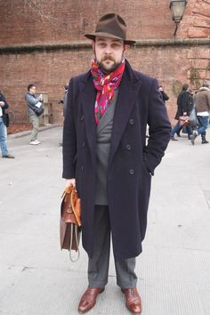 big scarf, brief case, trenchcoat and fedora. nicely done sir. nicely done.