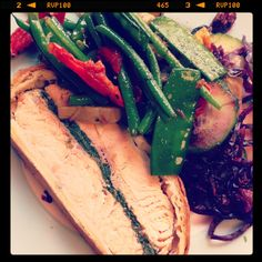 Salmon en croute with green beans and red cabbage salad
