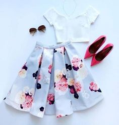 Look Feminine With Women's Skirts. The ever cute and feminine women's skirts have been topping the list of favored outfits of ladies all over the world for ages. Mode Outfits, Skirt Outfits, Teen Fashion, Fashion Outfits, Daily Fashion, Dress Fashion, Fashion Photo, Fashion Tips, Summer Outfits