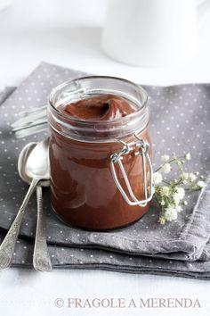 Chocolat chantilly: come trasformare una tavoletta di cioccolato in una mousse, con una frusta a mano e un bicchiere d'acqua... (una ricetta da FRAGOLE A MERENDA)