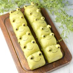 Cute Desserts, Delicious Desserts, Frog Food, Japanese Pastries, Kawaii Cooking, Frog Cakes, Bread Art, Vegan Cafe, Cafe Food