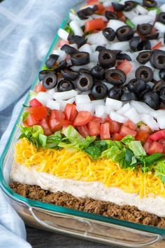 How to Make The Best 7 Layer Dip - Simple Revisions Mexican 7 Layer Taco Dip is a fully customizable appetizer with seasoned beef, refried beans, three types of cheeses, and loaded with your favorite toppings. Mexican Dips, Mexican Food Recipes, Beef Recipes, Cooking Recipes, Mexican Appetizers, Meat Appetizers, Chip Dip Recipes, Easy Potluck Recipes, Bean Dip Recipes