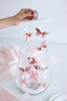 Creative packaging ideas for a gift of money and jewelry - Money gift // Wedding money gift // Fold money // Make money gift yourself // Wedding gift - Folding Money, Diy And Crafts, Paper Crafts, Silver Gifts, Jewelry Packaging, Diy Art, Diy Gifts, Wedding Gifts, Wedding Ideas