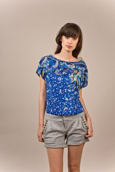 I love the shape of this top. I want to make one like this. Maybe with a cute keyhole (with a button) on the back.