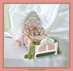 This is not usually my style in miniatures but I had to pin a few of these beautiful beds.