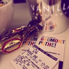 Star Wars theme song  Quoi de mieux pour se mettre dans l'ambiance des fêtes   #starwars #rogueone #disney #cinema #christmas #chocolate #sunday #throwback #chill #fun #candle #vanilla #ticket #photography #lifestyle #blog #birthday