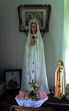 Our Lady of Rosary Religious Images, Religious Icons, Religious Art, Catholic Altar, Catholic Religion, Blessed Mother Mary, Blessed Virgin Mary, Madonna, Home Altar