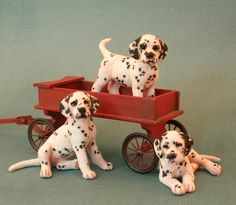 Kerri Pajutee - Miniature Animals with Detailed Coats of Hair and Fur: Three Dalmatian Puppies in Playful Poses Needle Felted Animals, Felt Animals, Animals And Pets, Cute Animals, Miniature Dogs, Miniature Dalmatian, Mini Dogs, Felt Dogs, Animal Sculptures