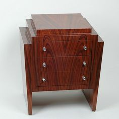 Art deco Ladenkastje. Verkrijgbaar bij artdecowebwinkel.com. - Art Deco Cabinet. Available at artdecowebstore.com.