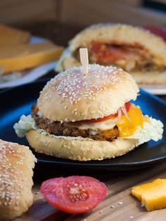 La recette ici : http://www.katyseats.com/2013/09/maxi-hand-burger-100-surprise.html