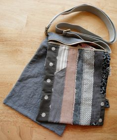 This little bag has 2 pockets, each one with zip. One is gray and its declinaison, the second one is plain gray. It has a gray adjustable shoulder strap. Little Bag, Shoulder Strap, Two By Two, Gray, The Originals, Unique, Fabric, Handmade, How To Wear