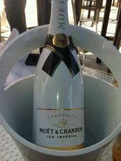 Moet & Chandon Champagne. Ice White