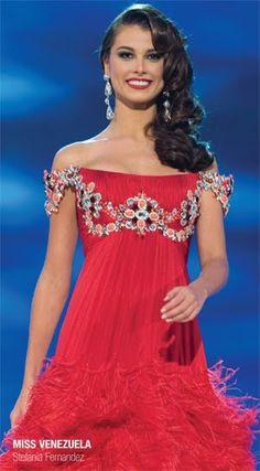 Stefania Fernandez in Miss Universe 2009